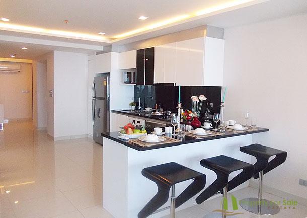 Moderne Einbauküche mit Elektrogeräten Wong Amat Tower Pattaya