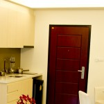 Singleküche mit Ceran Kochplatte, Dunstabzugshaube, Spüle und Kühlschrank The Maldives Pattaya Jomtien