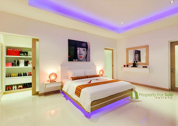 Groβes Schlazimmer mit begehbaren Kleiderschrank und en-suite Badezimmer La Residence Vineyard Villen Pattaya