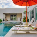 Privat Schwimmbad der Villa mit Sonnendeck und überdachter Terrasse in La Residence Vineyard Villa Pattaya