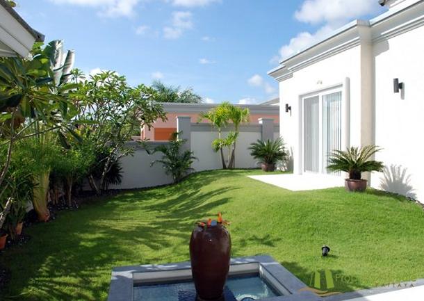 Kleiner Brunnen im Garten Villa mit Meerblick in Pattaya Ost