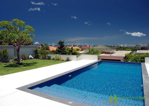 Infinity-Pool 45m² mit Weitsicht Villa mit Meerblick in Pattaya Ost