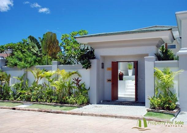 Eingang zum Anwesen Villa mit Meerblick in Pattaya Ost