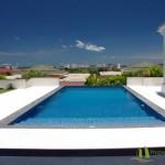 Aussicht von der überdachten Terrasse auf den Pool und das Meer Villa mit Meerblick in Pattaya Ost