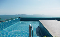 Infinity-Pool auf der Dachterrasse Wong Amat Tower Pattaya